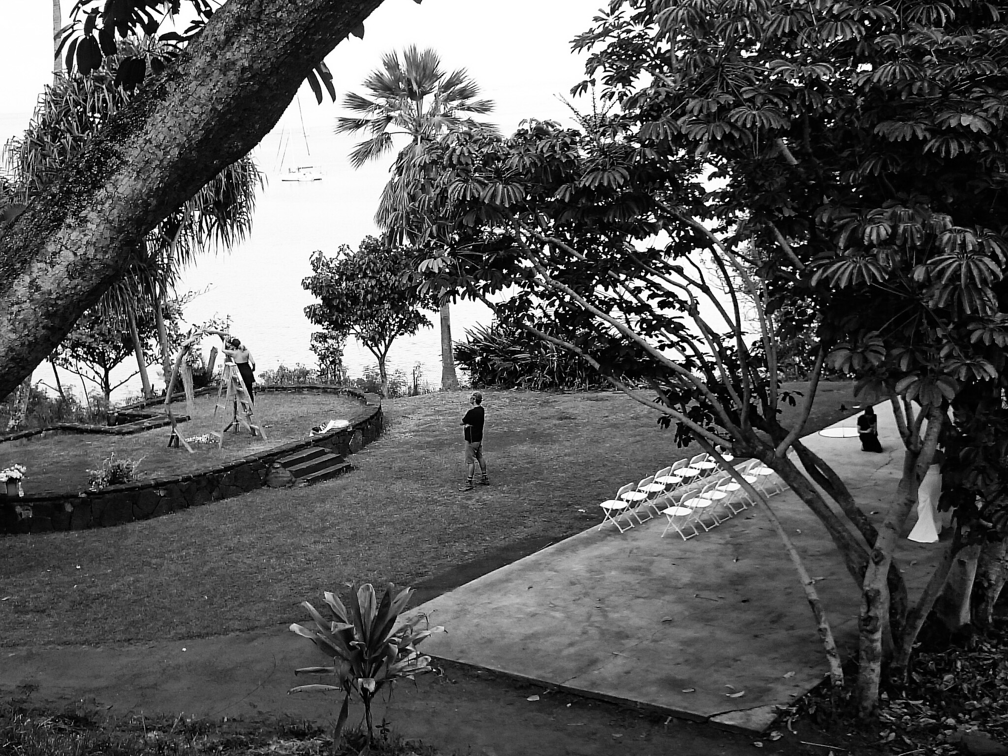 Preparing a wedding - Heeia park, Oahu