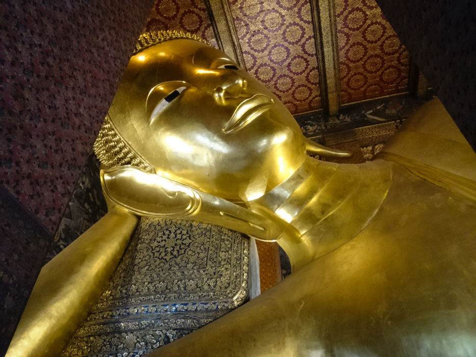 Giant reclining Buddha - Sadly this picture doesn't do it any justice.... where was our beloved ultra-wide lens??