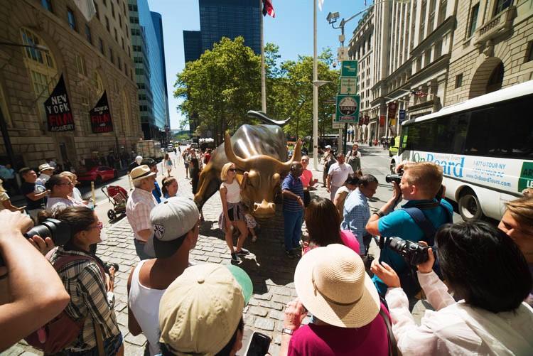 Charging bull of Wall Street