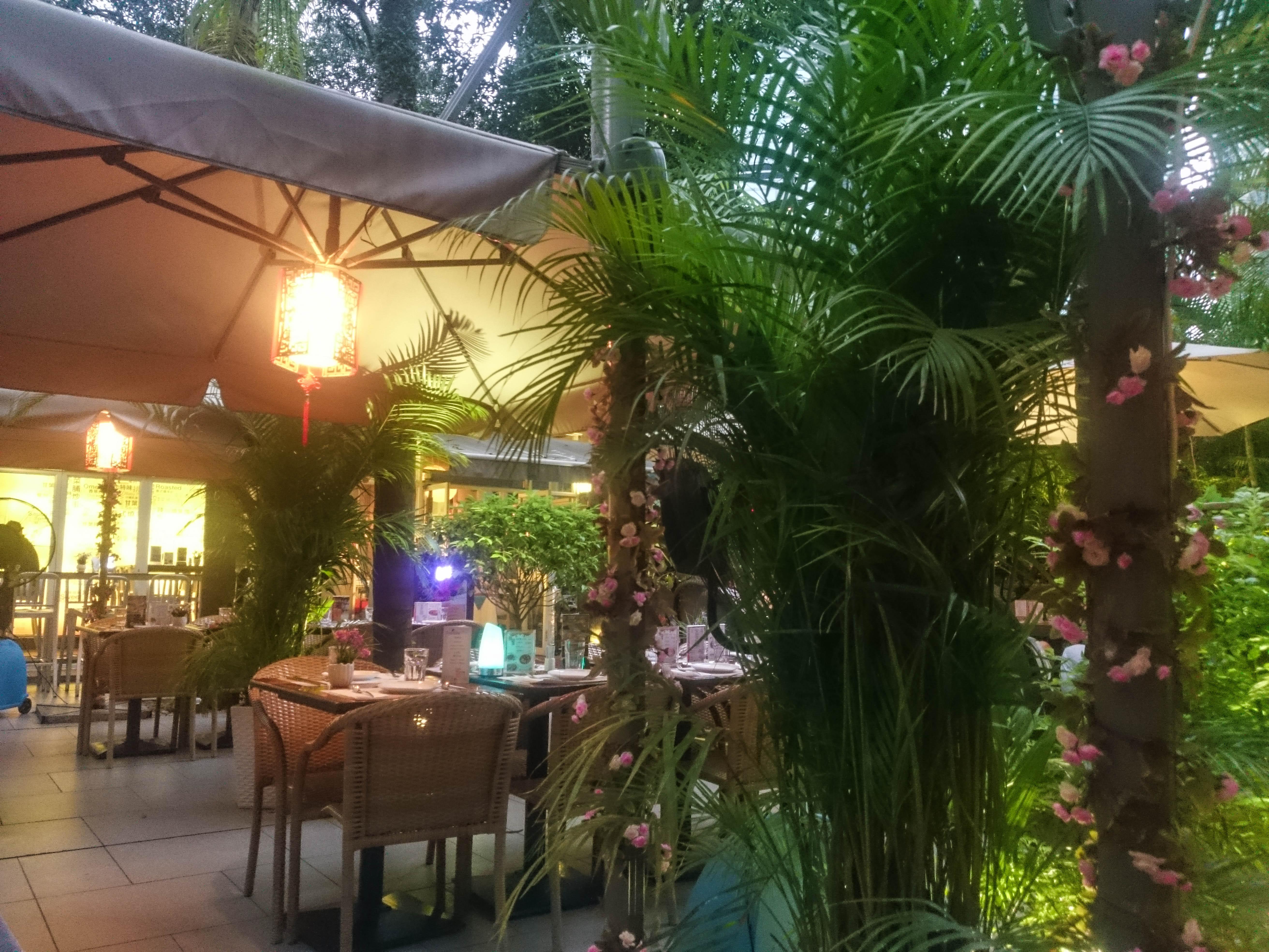 L16 restaurant in Hong Kong park